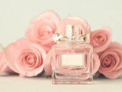 Bagaimana wangi parfum dapat tahan lama pada pakaian